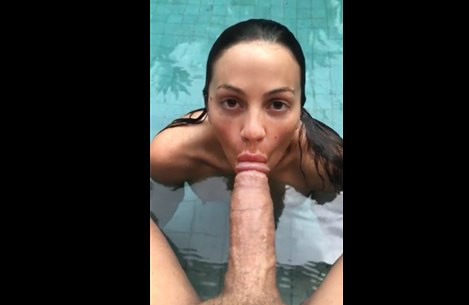 Holiday blowjob in the hotel pool